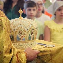 Богослужение в храме Покрова Пресвятой Богородицы в Покровском-Стрешневе