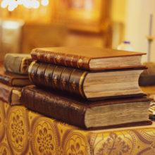 Видеоэкскурсия по храму Владимирской иконы Божией Матери в Куркино. Глава I. Старинные книги.